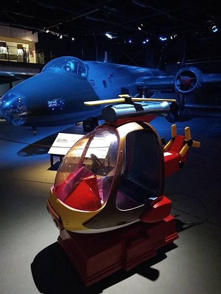 Christchurch市內景點-air force museum內試坐直昇機2