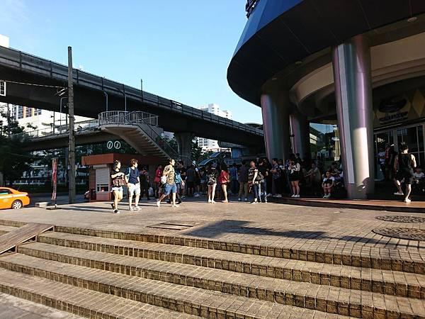 【曼谷】美功鐵道市場 & 曼谷水上市場一日遊