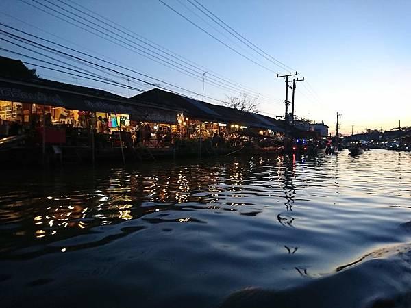 安帕瓦水上市場夜景