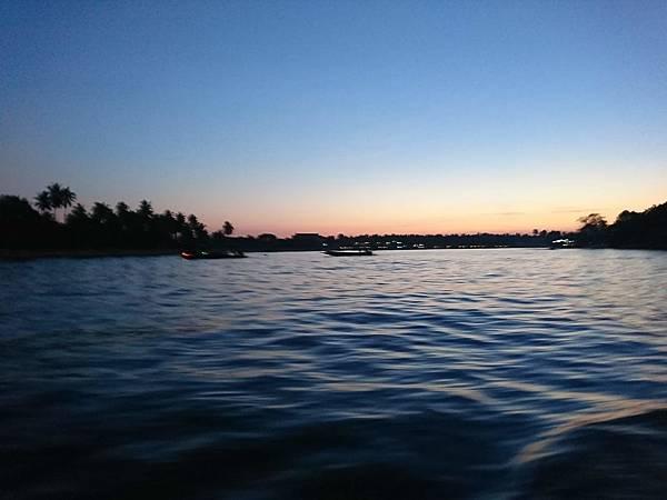 安帕瓦水上市場日落遊船看螢火蟲