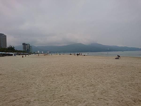 冷清的美溪海灘