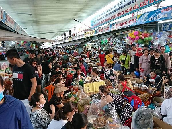 車水馬龍的con market