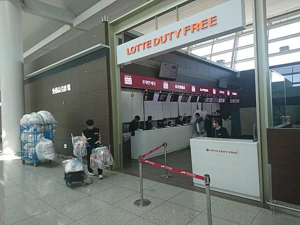 機場隨處可見的取回免稅品區