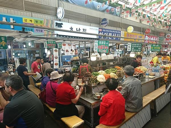 人山人海的廣藏傳統市場