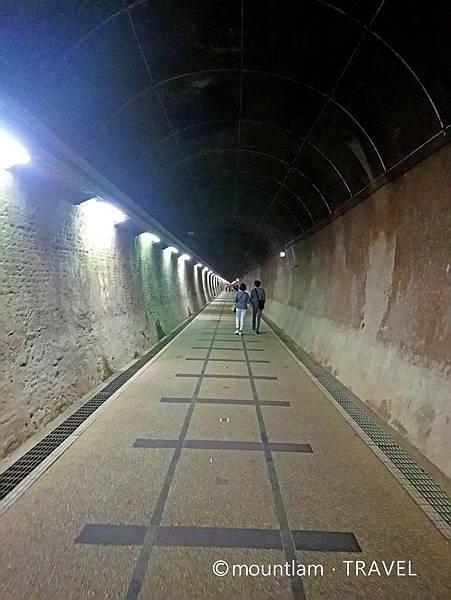 台北近郊1日遊:福隆舊草嶺自行車隧道