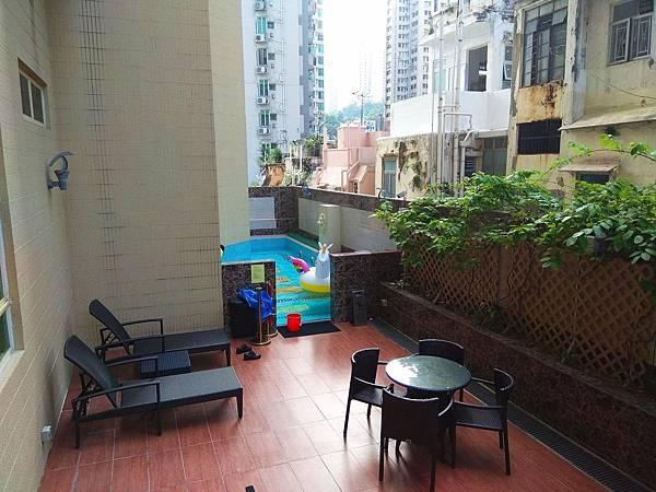 華麗都會酒店戶外庭園、游泳池
