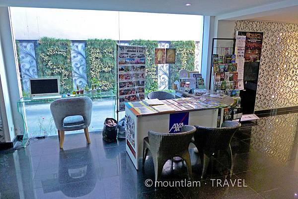 清邁古城平價住宿: 紅燕酒店Roseate Hotel Chiangmai旅遊櫃檯