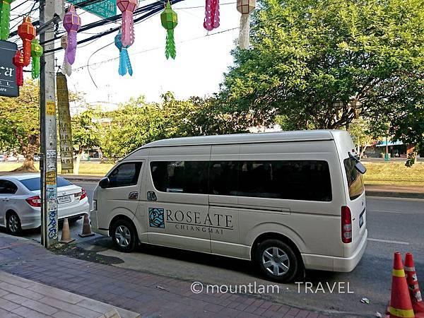 清邁紅燕酒店Roseate Hotel Chiang mai的接駁車