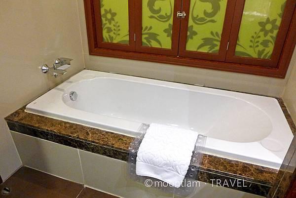水門酒店:The Berkeley Hotel Pratunam水門伯克利酒店的豪華4人家庭房提供浴缸