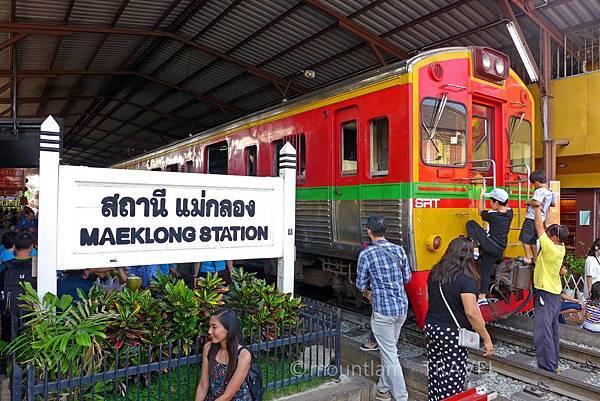 曼谷景點:美功鐵道市場包車