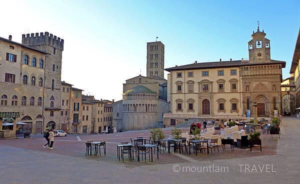 arezzo piazza grande 1