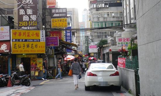 國賓長春旁巷子.jpg
