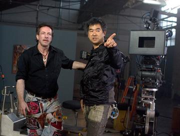 編劇克里夫巴克(左)與導演北村龍平