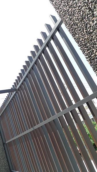 11.雙色的格柵鐵件.JPG