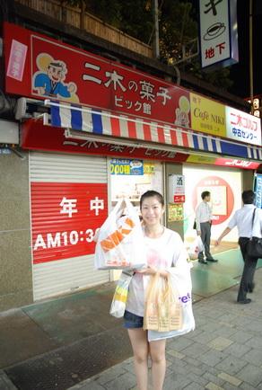 有名的二木果子店,還好關店前趕到買了一堆