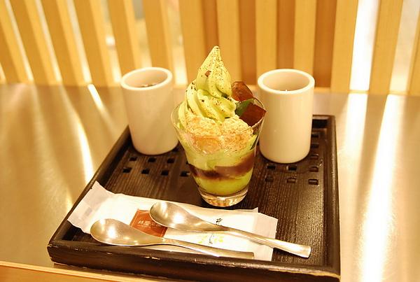 今次點的是,夏季新宿店限定的抹茶麻糬聖代