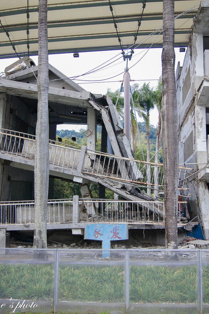 【旅遊景點】台中半日遊 圓滿教堂+地震博物館+華麗狂女士