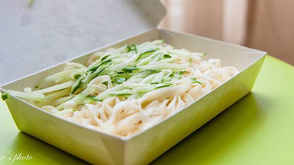 『銅板美食』午餐建議 台中向上市場 嘉義班長(許記)涼麵 + 三佰斤 青茶