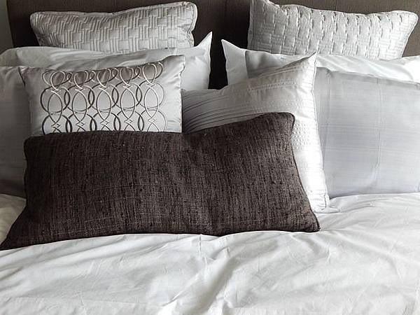 pillows-890559_640