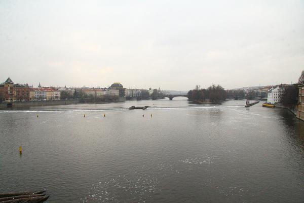 布拉格伏爾塔瓦河向上游遙望01