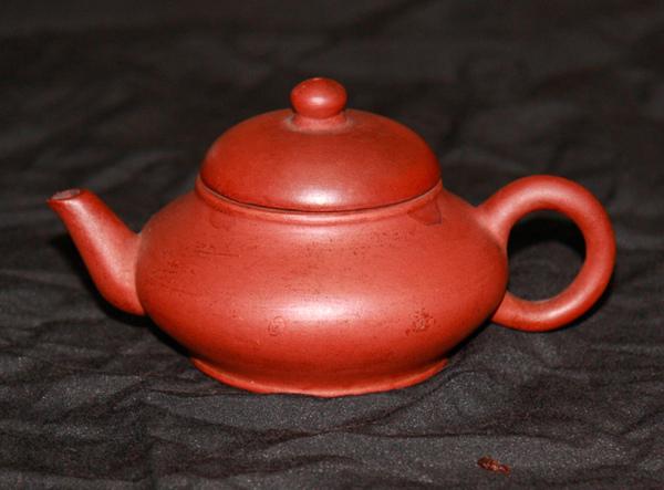 中國宜興紫砂扁壺