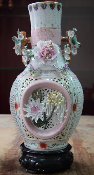 清朝瓷雕花瓶對-2