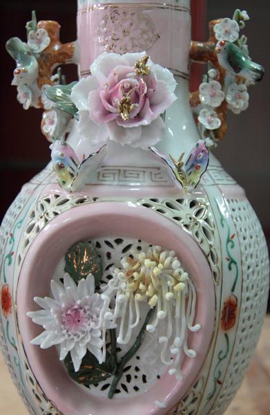 清朝瓷雕花瓶對-3