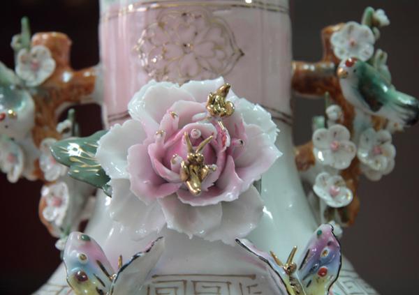 清朝瓷雕花瓶對-4