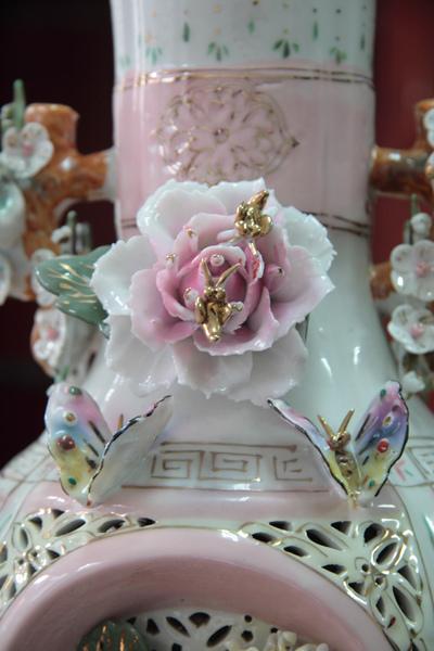 清朝瓷雕花瓶對-5
