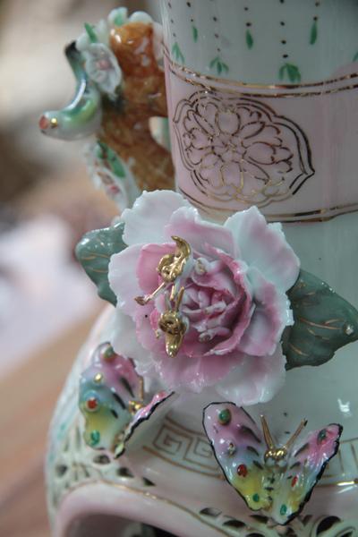 清朝瓷雕花瓶對-6