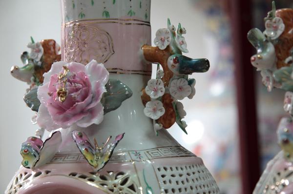 清朝瓷雕花瓶對-7