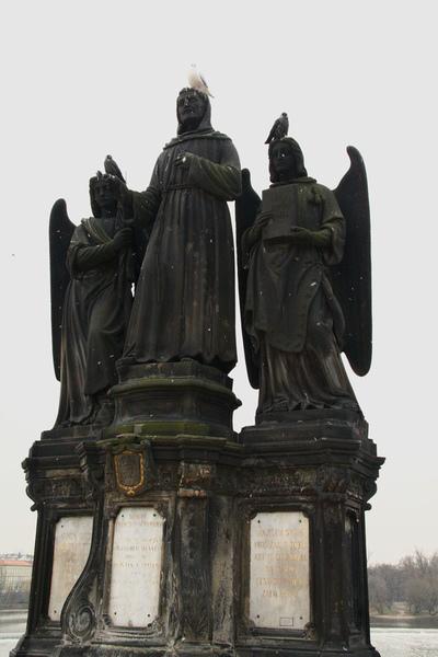 布拉格查理大橋聖方濟各雕像