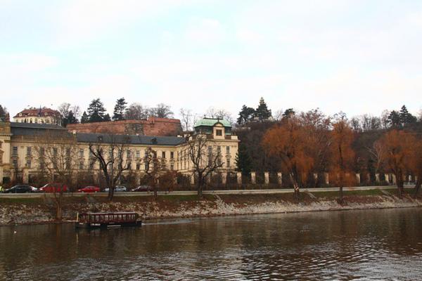 布拉格伏爾塔瓦河畔01