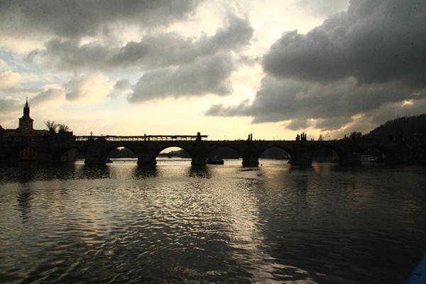 布拉格伏爾塔瓦河向上游遙望02