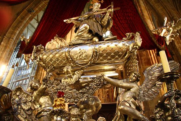布拉格聖維特大教堂銅雕01