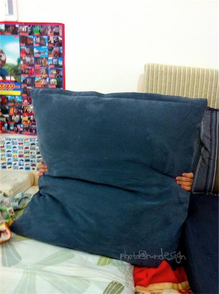 魔術師Todd挑戰魔術極限~從靠枕中變出人來-02.jpg