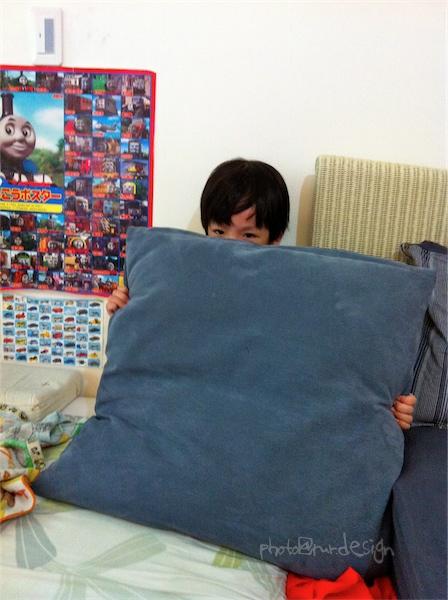 魔術師Todd挑戰魔術極限~從靠枕中變出人來-03.jpg