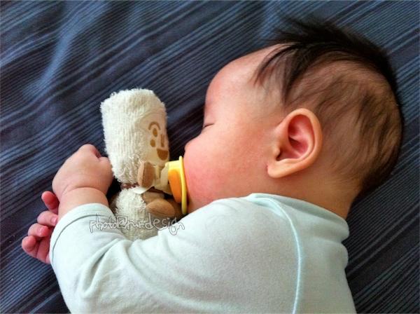 Thor抱著好朋友睡覺~土司超人小毛巾[日本麵包超人樂園]-04.jpg