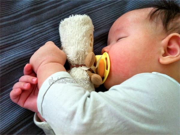 Thor抱著好朋友睡覺~土司超人小毛巾[日本麵包超人樂園]-06.jpg