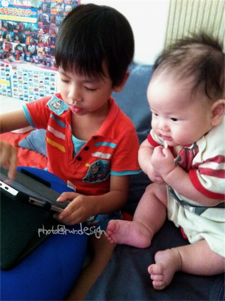 聽說現在ipad很紅~Todd & Thor 兄弟倆[拍攝日:2011:8:10]-03.jpg
