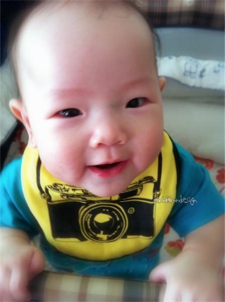 小baby專用徠卡相機...cheese~Thor的小圍兜兜 [拍攝日:2011:10:25]-01.jpg