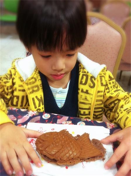 Todd的大年初二~香蕉巧克力鯛魚燒+麥芽糖皮卡丘+TOMICA選集2012-01.jpg