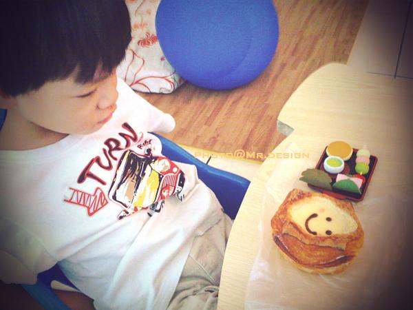 todd的早餐~布丁麵包+和菓子[賞味日2010:10:28]01.jpg