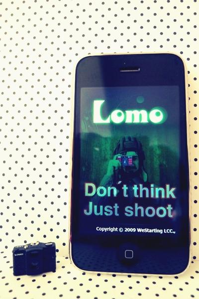iphone上的app LOMO相機軟 搭配同款 LOMO原廠吊飾 LC-A+ 20% Lomography-01