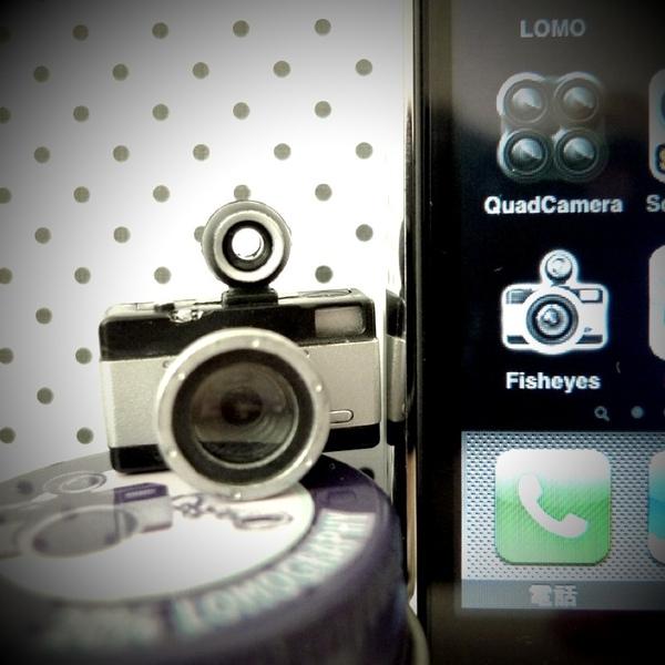 iphone上的app LOMO相機軟 搭配同款 LOMO原廠吊飾 LC-A+ 20% Lomography-02