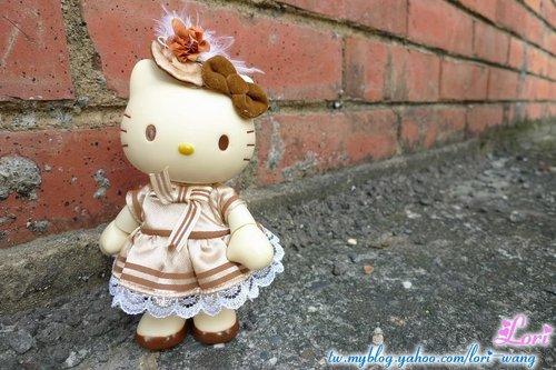 KITTY可動公仔。黃色宮廷服版-04.jpg