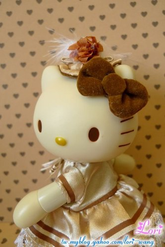 KITTY可動公仔。黃色宮廷服版-01.jpg