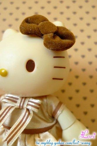 KITTY可動公仔。黃色宮廷服版-02.jpg
