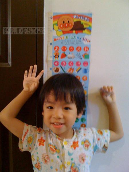 20100517-Todd量身高~偶100公分了01