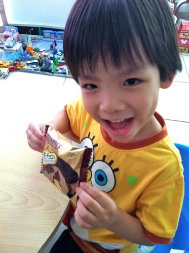 Todd:超好ㄔ的巧克力冰淇淋銅鑼燒-01.jpg